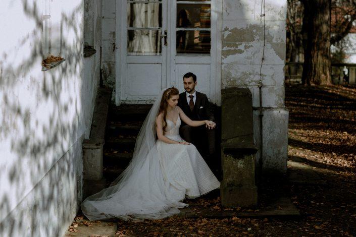 Alex & Kuba | Sesja ślubna w Dworze w Mogilanach | Fotograf ślubny Kraków